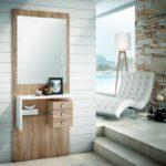 Recibidor con espejo y cajones de madera
