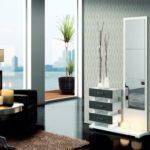 Recibidor color blanco y gris con espejo vertical y cajones
